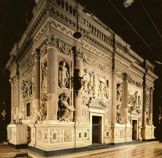holy_house_of_our_lady_in_loreto_exterior_within_basilica2