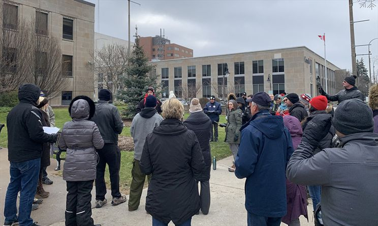 Anti-mask protesters attempt citizen's arrest of St. Catharines mayor