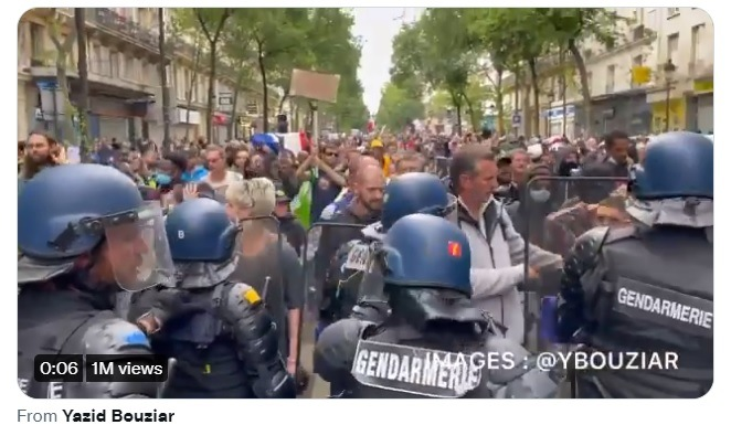 All Across France Citizens Take to the Streets and Clash with Police Protesting New Mandatory COVID-19 Vaccine Measures